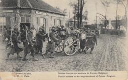Thematiques Guerre 1914 1918 Soldats Français Souriant Tirant Une Carriole A Bras Aux Environs De Furnes Belgique - War 1914-18
