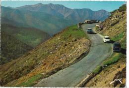 ROUTE DU COL D'AUBISQUE - Voiture : Citroen DS - Panhard - Peugeot 403 - France
