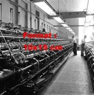 Reproduction D 'une Photographie Ancienne Des Machines Servant à La Fabrication Des Bas De Nylon En 1955 - Riproduzioni