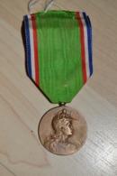Belle Médaille Pro Patria Vétéran Guerre De 1870 Modèle De Rivet Ville De Blois - Francia