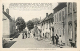 CPA 45 Loiret Courtenay La Rue Des Ponts Non Voyagée - Courtenay