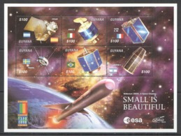 V194 2000 GUYANA SPACE ODYSSEY MILLENNIUM SMALL IS BEAUTIFUL 1KB MNH - Espace