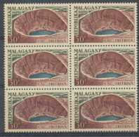 D - [201902]TB//**/Mnh-Madagascar 1962, 30F, Lac D'origine Volcanique, Tritriva, En BD6, **/mnh - Volcanos