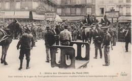 Grève Des Cheminots Du Nord 1910 Cour Intérieure De La Gare Du Nord Gardée Militairement - Sindacati