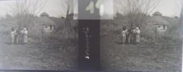 GORNESTI, Mures, Transylvania :  Habitants Et Maison.  Vers 1900. Plaque Verre Stéréoscopique, Négatif. Transylvanie - Plaques De Verre