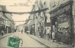 RAMBOUILLET - On Pavoise Pour La Fête Du Muguet, Librairie Nouvelle. (carte Vendue En L'état) - Rambouillet