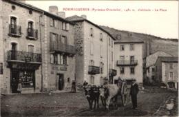 FR66 FORMIGUERES - Brun - La Place - Attelage De Boeufs - Animée - Belle - Francia