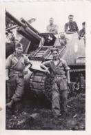PHOTO ANCIENNE  MILITAIRES SUR UN CHAR LE SIDI BETTACHE TANK - Guerra, Militari