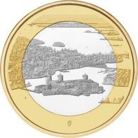 """FINLANDIA  5€ 2.018  2018  BIMETALICA """"Paisajes Nacionales – Castillo Olavinlinna Y Lago Pihlajaves""""  SC/UNC T-DL-12.297 - Finlandía"""