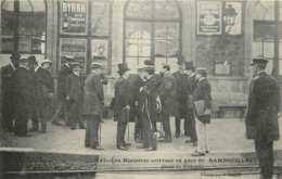 RAMBOUILLET - Les Ministres Arrivant En Gare, Pour Le Conseil. - Rambouillet