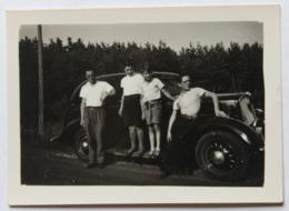 Photographie Automobile Ancienne à Craponne 1937 Avec 4 Personnages Voiture 401 Peugeot (tête De Lion) - Automobiles