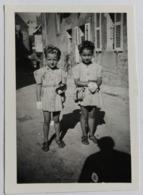 Photographie Originale 58 Lormes 1941 Avec 2 Adorables Jeunes Filles - Luoghi