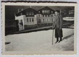 Photographie Originale Megève 15 Mars 1936 La Chalet Saint André Avec 1 Jeune Garçon - Lieux
