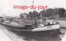 """PHOTO ANCIENNE  PENICHE """" FOEHN """" A L' ECLUSE DE BOUGIVAL  ( Yvelines ) - Lieux"""