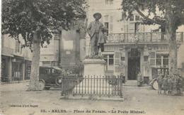 CARTE POSTALE ORIGINALE ANCIENNE : ARLES LA PLACE DU FORUM LE POETE MISTRAL  ANIMEE BOUCHES DU RHONE (13) - Arles