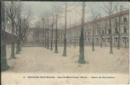 HAUTS DE SEINE : Issy Les Moulineaux, Institution St Nicolas, Cours De Récréation - Issy Les Moulineaux