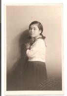 Photo Originale - Photo D'une Jeune Fille Japonaise - Cachet à Sec: - Personnes Anonymes