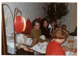 Photo Couleur B.B. Originale Ambiance & Lustre Sur Pied, Lampadaire Vintage, Luminaire Kitsch - Omi Eek - Personnes Anonymes