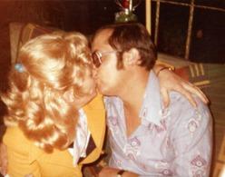 Photo Couleur Originale Baiser Langoureux Pour Couple Amoureux Sur Papier Agfacolor 1970's - Personnes Anonymes