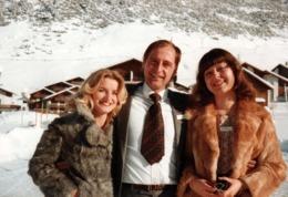 Photo Couleur Originale Le Gâté à La Cravate Trop Courte Pour Poils De Fourrure Rousse Ou Brune Au Choix Vers 1970 - Personnes Anonymes