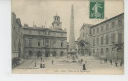 ARLES - Place De La République - Arles