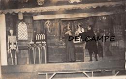 CAMP De CASSEL - Camp De Prisonniers.Scène De Théâtre ... Travestis. Carte Photo (Allemagne) - Guerra 1914-18