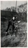 Photo Originale Vélo, Bicyclette, Biclou, Petite Reine, Cycle, Bécane & Thomas Tanzer à Vélo En 1961 à Oeserstraße - Ciclismo