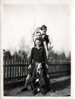Photo Originale Joyeuse Bande Et Photo Pyramidale Pour La Confirmation De Jürgen En 1933 - Pyramide & Joie De Vivre - Personnes Anonymes
