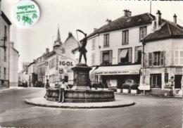 78 - Très Belle Carte Postale Semi Moderne Dentelée De SAINT LEU LA FORET   Place De La Forge - Andere Gemeenten