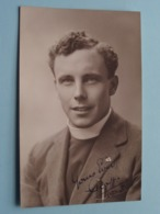 Pater Prètre Priester Father Priest Curé Vicaire Bisshop Père Kanunnik ( CP / PK - Anno 192? ) W. T. Munns Gravesend ! - Religion & Esotérisme