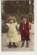 ENFANTS - LITTLE GIRL - MAEDCHEN - Jolie Carte Fantaisie Portrait Enfants Avec Fleurs - Portraits