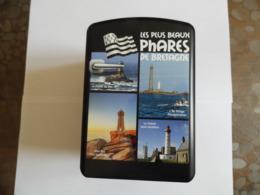 Boite Métallique -Bretagne - Les Phares  - Représente Petit Frigo - - Boxes