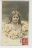 ENFANTS - LITTLE GIRL - MAEDCHEN - Jolie Carte Fantaisie Portrait Fillette épaule Nue Et Fleurs - Portraits
