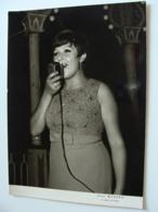 ORIETTA BERTI FOTO MAZZEO  S. AGATA DI PUGLIA  FOGGA    18X 13 Cm FOTO    CANTANTE   CHANTEUR   SINGER   SÄNGER - Musica E Musicisti