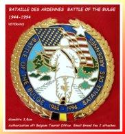 RARE Et SUPER PIN'S BELGE De LA BATAILLE Des ARDENNES : 50em ANNIVERSAIRE émaillé Grand Feu Base Or Diamètre 3,8cm - Army