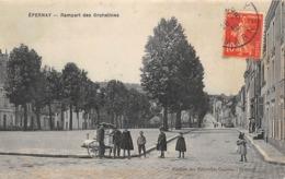 Thème  Métiers .    Marchand De Glace Ambulant .    51  Eperrnay   ( Décollée Voir Scan) - Métiers