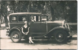AUTO AUTOMOBILE VOITURE CAR Old Car 1920' And Flapper Ladies Women Femmes With Hat Chapeaux - Photo PC 1920' - Automobiles