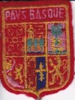 ECUSSON - TISSU BRODE  - PAYS BASQUE - Dimension: 4CMS X 5CMS - Patches