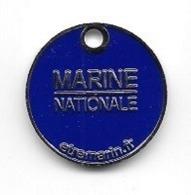 Jeton De Caddie  Bateau, Militaire  Fond  Blanc  Verso  Fond  Bleu  MARINE  NATIONALE - Trolley Token/Shopping Trolley Chip