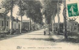 CPA 45 Loiret Courtenay L'Entrée De La Ville Par La Route De Sens - Courtenay