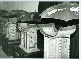 Photo Bénin. Musée D'Abomey. Salle Des Trônes En Bois De Fromager. Sculpture 1993. - Afrika