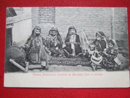 """ARMENIE - """" FEMMES ARMENIENNES ( COSTUMES DE MARAGHA ) FILANT ET TRICOTANT """" - + AFFT POSTES PERSANNES - """" TRES RARE """" - - Armenië"""