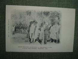 HAUT SENEGAL KAYES 1898 SAMORY ECOUTANT LA SENTENCE LE CONDAMNANT A L EXI. Edit Vinche Rebelle Peine Justice Colonie AOF - Senegal