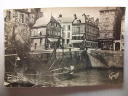 Carte Postale Honfleur (14) Vieille Maisons Normandes Près Du Port (Petit Format Noir Et Blanc Non Circulée ) - Honfleur