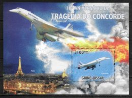 GUINEE BISSAU BF 556 * * ( Cote 16e )  Avions Concorde Tour Eiffel - Concorde
