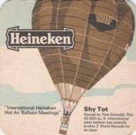 UNUSED BEERMAT - HEINEKEN LAGER (AMSTERDAM, HOLLAND) - SHY TOT BALLOON - (Cat No 042) - (1974) - Bierdeckel