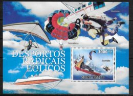GUINEE BISSAU BF 552 * * ( Cote 16e ) Parachutisme Snowkite - Fallschirmspringen