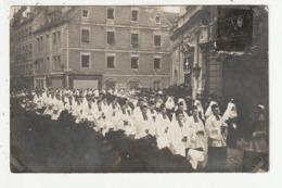 CARTE PHOTO - BESANCON - PASSAGE DES OBSEQUES DE MONSEIGNEUR PETIT DEVANT L'EGLISE STE MAURICE - 11/12/1909 - 25 - Besancon