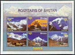 146.BHUTAN 2002 STAMP S/S MOUNTAINS OF BHUTAN . MNH - Bhutan
