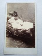 POST MORTEM - Photo Ancienne CDV - Petit Enfant - Crucifix - Dos Muet -  Vers 1860/70  TBE - Antiche (ante 1900)
